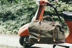 Waxed Holdall Bags / Waxed Canvas Holdall / Brown Leather Holdall Bag / Travelling Holdall Bags / Camel Colored Holdall Leather Bag Waxed Canvas, Canvas Leather, Leather Bag, Brown Leather, Holdall Bags, Trolley Bags, Business Casual Men, How To Pose, Everyday Fashion