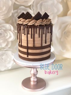 Chocolate Birthday Cake Decoration, Birthday Drip Cake, Birthday Desserts, Birthday Cake Decorating, Birthday Cakes, Birthday Ideas, Chocolate Drip Cake, Chocolate Buttercream, Chocolate Recipes
