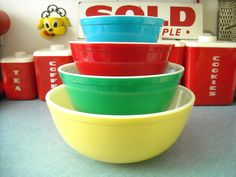 vintage colored mixing bowls
