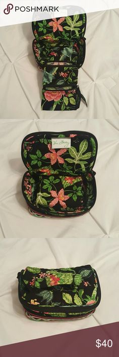 Vera Bradley travel makeup/accessory bag The small compartments are great for traveling with jewelry/makeup/small odds and ends Vera Bradley Bags Cosmetic Bags & Cases