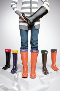 Orange Hunter rain boots with purple liners-awesome for rainy Clemson football games Red Hunter Boots, Hunter Rain Boots, Look Fashion, Fashion Shoes, Modest Fashion, Fashion Clothes, Fashion Ideas, Fashion Outfits, Rain Boot Socks