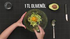 Sie haben sprödes und trockenes Haar? Mit dieser DIY-Haarkur mit Avocado können Sie strapaziertem Haar vorbeugen, es pflegen und zum Glänzen bringen