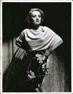 Costume by Travis Banton : Marlene Dietrich