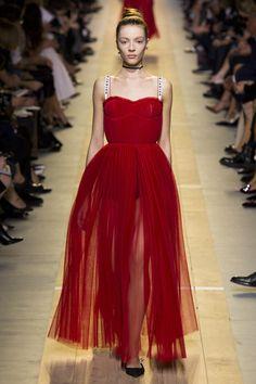 Christian Dior Spring 2017 Ready-to-Wear Fashion Show - Torry Zherebtcova