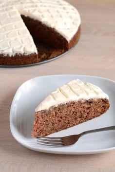 Squashkage med flødeglasur fra Bageglad.dk // Cinnamon squash cake with cream frosting