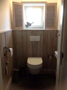 Toilet in steigerhout