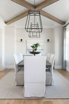 Modern Farmhouse Dining Room Ceiling tongue and groove and beams #Modernkitchenlivingroom