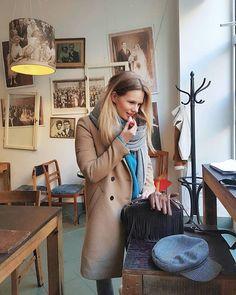 I am happy when I am surroundad by inspiring places and people 💥 #kawiarnia #poznan #art #artplace #inspiringplace #cafe #interior #design #poland #me #polishgirl #polskadziewczyna #blond #rubia #obras #fashion #style #stylish #spring #blog #blogger #vintage #retro #lipstick #makeup