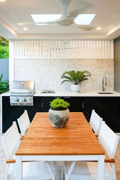If you are looking for Outdoor Kitchen Backsplash, You come to the right place. Here are the Outdoor Kitchen Backsplash. This post about Outdoor Kitchen Backspl. Outdoor Bbq Kitchen, Outdoor Cooking Area, Backyard Kitchen, Outdoor Kitchen Design, Outdoor Kitchens, Outdoor Entertaining, Backyard Bbq, Oasis Backyard, Indoor Outdoor Living