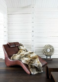 Painted log home. See Haveman, nothing wrong with a coat of white paint to create a modern interior. love Norwegian interior of home owner Oyvind Olstad. Find Furniture, Home Decor Furniture, Modern Cabin Interior, Home Suites, Modern Log Cabins, Log Wall, Interior Architecture, Interior Design, Cabin Interiors