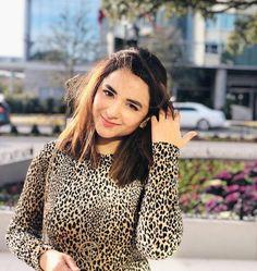 Yumna Zaidi Pakistani actress and model. Yumna Zaidi is a bright young actress. Pakistani Girl, Pakistani Actress, Famous Celebrities, Celebs, Yumna Zaidi, Cap Girl, Photography Poses Women, Photography Ideas, Young Actresses