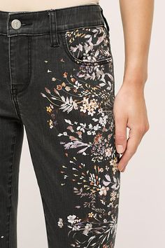 1dbfa2e526d88e3682c9edf034929929.jpg (600×900) Printed Skinny Jeans, Printed Denim, Embroidered Clothes, Diy Embroidered Jeans, Painting On Denim, Denim Paint, Embroidery On Denim, Embroidery Fashion, Paint On Clothes
