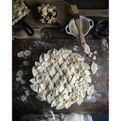 by Judy Kim Vodka Pie Crust Recipe Salted Caramel Pear Pie Recipe Salted Caramel Pear Pie Yield: 1 pie Happy Pi Day! I just finished making 10 pies ove Pastel Art, Pie Crust Designs, Caramel Pears, Caramel Pie, Pear Pie, Pies Art, Pie Crust Recipes, Cake Boss, Pie Dessert