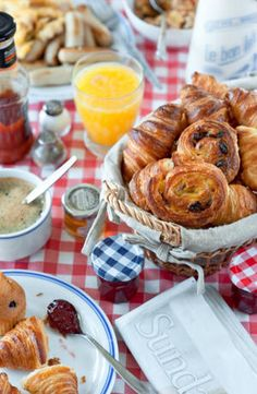 8 Tips For Throwing a Successful Brunch Party #brunch #DIY #tips #party
