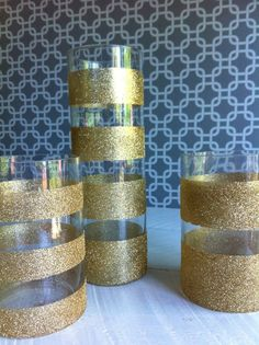 Glitter vases by using tape, glue and glitter! Golden Birthday, 30th Birthday Parties, 90th Birthday, 60th Birthday Ideas For Mom, Birthday Table, Princess Birthday, 50th Wedding Anniversary, Anniversary Parties, Kate Spade Party