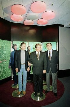 DeForest Kelley, William Shatner and Leonard Nimoy stand in a mock up of the transporter room of the USS Enterprise at the Smithsonian's National Air and Space Museum in Washington. Star Trek Original Series, Star Trek Series, Akira, James T Kirk, Star Trek Cast, Star Trek Characters, Star Wars, Sci Fi Tv, Leonard Nimoy