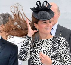 Duchess of Cambridge goes wild in leopard-print for last solo engagement before giving birth - UK - News - London Evening Standard
