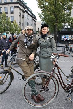 Tweed run in London Tweed Ride, Tweed Outfit, Plus Fours, Girl Inspiration, London, Style And Grace, Equestrian Style, Retro Bikes, Bicycle