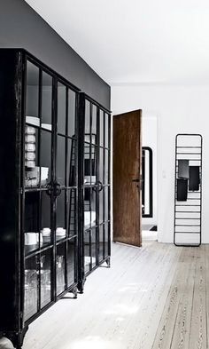 Not Into Open Shelving? You'll Love This New Trend for Kitchen Storage - Home Page Interior Exterior, Home Interior, Interior Architecture, Interior Decorating, Interior Design, Kitchen Shelves, Kitchen Storage, Glass Shelves, Metal Kitchen Cabinets