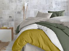 Lit kaki, blanc, et vert / Khaki, white and green bed :  http://www.maison-deco.com/chambre/deco-chambre/Une-chambre-printaniere