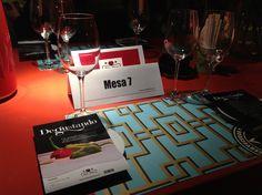 La mesa número 7 también preparada ¿A quién le tocaría de primera?