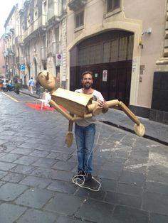 #CentroContemporaneo #Catania in via Sa Michele Pinocchio non dice bugie. Il quadrilatero dell'arte e della cultura sgombro da auto e traffico. Imprevista anche la pulizia straordinaria delle basole a mezzo... pioggia!