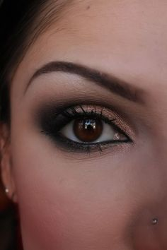 Smoky makeup for brown eyes.