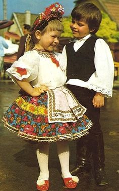 Hello all, This is a photo of my friend Jennifer in her Sárköz costume. The region of Sárköz [pronounced sharkeuse] is well known i. I Dream Of Genie, The Man Show, City People, Folk Clothing, Linen Apron, Types Of Embroidery, Folk Costume, Geometric Designs, Girls Wear