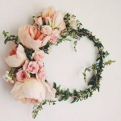 Corona de flores rosas