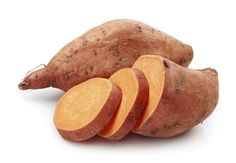 As you prep for Thanksgiving dinner, The Kitchn is answering the age-old question: What's the difference between yams and sweet potatoes? Grocery stores often get it wrong, labelling sweet potatoes as yams. Yams and sweet potatoes are not related. Sweet Potato Benefits, High Potassium Foods, Post Workout Nutrition, Crossfit Nutrition, Diabetic Breakfast, Good Smoothies, Best Fruits, Roasted Sweet Potatoes, Healthy Foods