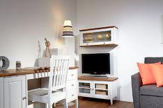 Laulumaa Huonekalut - Opiskelijan huone - Laulumaa Sara® - valkoinen / antiikki Decor, Furniture, Flat Screen, Home Decor, Entryway
