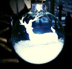 Glazen kerstbal rendier in sneeuw made by Hieke