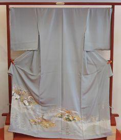 加賀友禅作家で人間国宝木村雨山の作品を雨山に師事した古田芳彩の監修で京都の職人が染め上げました。お値打ち価格にてご指定の寸法に仕立ててお届けいたします。商品番号