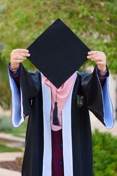 Graduation Poems, Graduation Images, College Graduation Pictures, Graduation Picture Poses, Graduation Photoshoot, Grad Pics, Graduation Party Decor, Muslim Women, Muslim Girls
