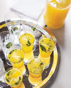 Pineapple mint daiquiris - Take a trip to the tropics. The fresh juice is also excellent without rum. Pineapple Mint, Pineapple Recipes, Classic Cocktails, Summer Cocktails, Fresh Mint, The Fresh, Juicy Fruit, Daiquiri, Cocktail Recipes