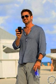 Gerard Butler, so hot! I could look at him and listen to him talk for days!