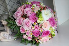 Ružová vintage svadobná kytica z ruží a frézií
