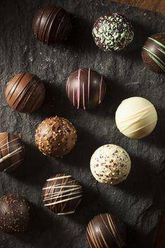 Hot Chocolate Gifts, Christmas Hot Chocolate, Hot Chocolate Bars, Hot Chocolate Recipes, Candy Recipes, Holiday Recipes, Dessert Recipes, Holiday Baking, Christmas Baking