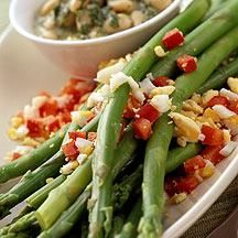 White beans paired with asparagus make a light, fresh meal for springtime. 5 SmartPoints #recipe #WWLoves