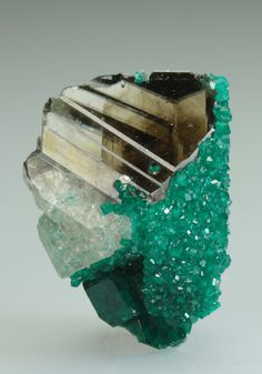 Minerals and Crystals/Dioptase on Cerussite - Tsumeb Mine, Tsumeb, Otjikoto Region, Namibia Minerals And Gemstones, Rocks And Minerals, Beautiful Rocks, Mineral Stone, Rocks And Gems, Stones And Crystals, Gem Stones, Story Stones, Earth