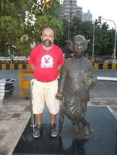 """Rudolph.A.Furtado with the iconic """"COMMON MAN"""" statue invented by cartoonist Late Shri R.K.Laxman at Worli Seaface in Mumbai."""