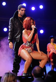 """It looks like it is going to be a happily ever for Drake and Rihanna """"They've been talking about marriage for a while, and R. Rihanna And Drake, Rihanna Hairstyles, Rihanna Photos, Virgo And Cancer, Rihanna Fenty, Mom And Dad, Kylie Jenner, Fangirl, Hip Hop"""