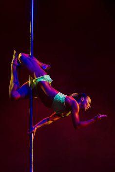 Gorgeous Eros variation!  Pole Art 2012 - Ekaterina Romanova Pole Dance Eros, Pole Dancers, Pole Moving, Poledance Polesport Poleart, Pole Tricks, Acrobatic Dance, Pole Art, Poledance Moves, Pole Fit