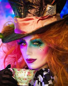 I'm mad as a hatter! 🎩 MAD HATTER Halloween makeup tutorial is live on my channel ❤️ kicking off my BOO-Tiful Halloween series with this… Costume Halloween, Yeux Halloween, Cool Halloween Makeup, Halloween Makeup Looks, Scary Makeup, Party Costumes, Tim Burton Halloween Costumes, Costume Ideas, Funny Halloween