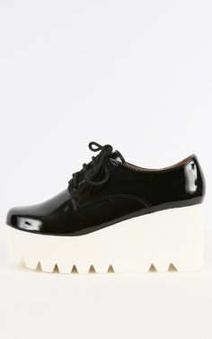 Creepers! These two tone patent  oxford creepers are too cute!  | MakeMeChic.com