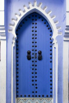Different doors in Chefchaouen, Morocco. Architecture Wallpaper, Islamic Architecture, Amazing Architecture, Cool Doors, Unique Doors, Morrocan Doors, Door Knobs, Door Handles, Ideas Terraza