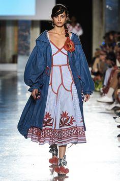 Stella Jean Spring 2020 Ready-to-Wear Fashion Show : Stella Jean Spring 2020 Ready-to-Wear Collection - Vogue 2020 Fashion Trends, Fashion 2020, Runway Fashion, High Fashion, Style Fashion, Stella Jean, Vogue Paris, Belle Silhouette, Jeans