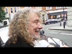 ''Oh, look at that, over there!''..of course, when ppl called you *Roger*😨 jeez !!!  #RobertPlant in London, 13.10.2017😍