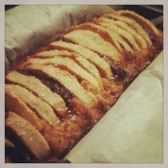 E tanto per cambiare ecco a voi l'ennesima torta con le mele. Anzi un plumcake con mele e marmellata di albicocche. Corro un po' il rischio di apparire ripetitiva ma io ho davvero una p…