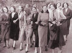Turkish women in what elegance. And soo western—when did the country take that hard turn towards muslim religiosity? This is amazing to me, that it's Turkey. 1930s Fashion, Vintage Fashion, Old Photos, Vintage Photos, Women Rights, Cultural Identity, Major Events, Turkish Fashion, Brunei
